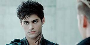 Robbie Handsome