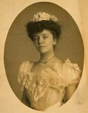 Eleanor Lee